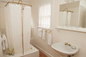 Laurel Cottage Upstairs Bath