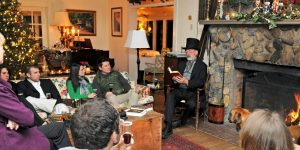 Mr. Pickwick reading A Christmas Carol at The Orchard Inn's Dickens Dinner