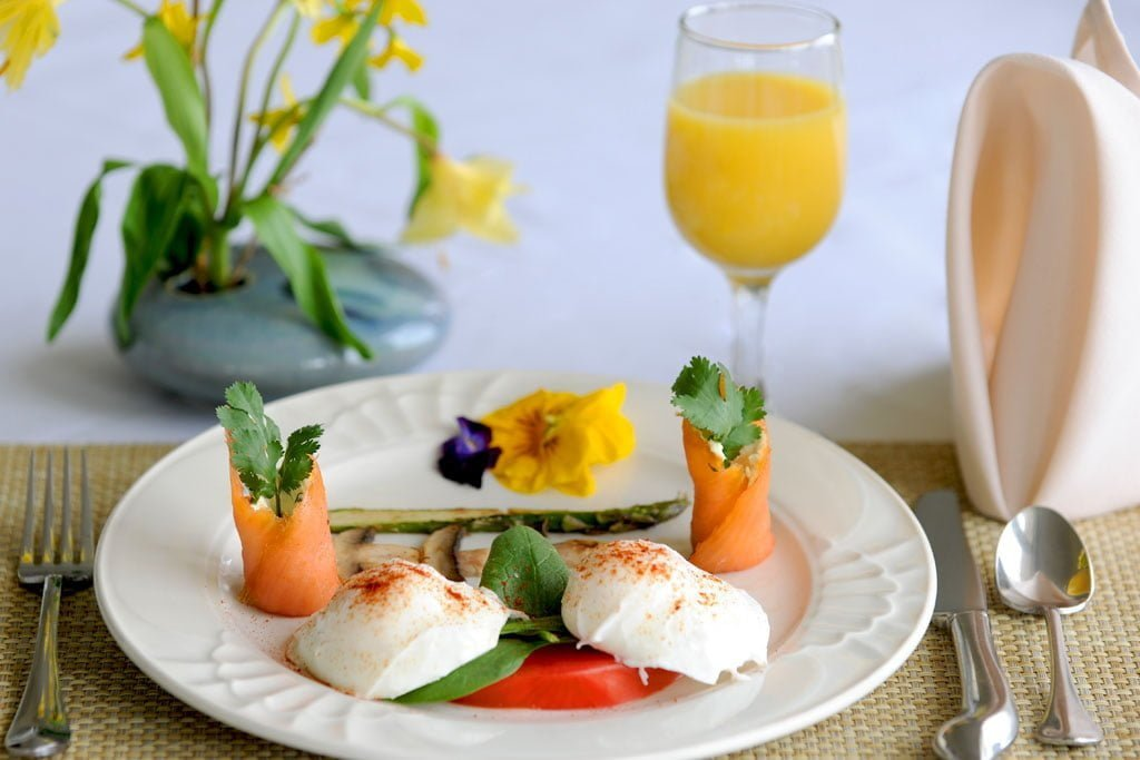 Eggs-Florentine-w-Rolled-Salmonand-Grilled-Asparagus-Mushrooms (1)