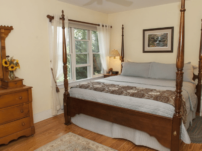 Holly Cottage Bed Room with a View