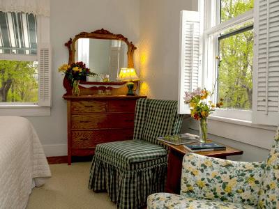 Orchard Inn Room